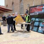Burdur Belediyesi vatandaşlara tek kullanımlık seccade dağıttı.