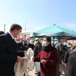 Başkan Ercengiz, Halk Pazarında Bez poşet dağıttı